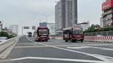 Hà Nội: Xe khách lao vào cảnh sát giao thông, tăng ga bỏ chạy