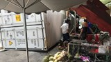 Tai nạn giao thông mới nhất hôm nay 16/4: Container văng khỏi rơ-moóc, bay lên vỉa hè suýt đè chết người