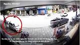 [Clip] Khoảnh khắc xe Kia Moring bị húc lao lên vỉa hè, đâm đổ 2 xe máy