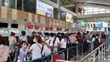 Cận cảnh Sân bay Nội Bài trong cao điểm ngày đầu nghỉ lễ