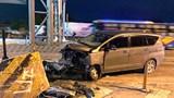 Ô tô 7 chỗ bất ngờ đâm thẳng trạm thu phí, tài xế nhập viện cấp cứu