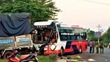 Xe tải va chạm xe khách, 1 người chết, hàng chục hành khách hoảng loạn