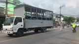 Ngã xuống đường sau va chạm, người đàn ông bị xe tải cán tử vong