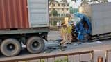 Tai nạn giao thông mới nhất hôm nay 14/5: Giải cứu tài xế ô tô tải mắc kẹt sau va chạm với xe container