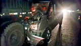 Lao vào xe đầu kéo đang dừng trên cao tốc, tài xế may mắn thoát chết