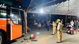Đà Nẵng: Tài xế xe khách hung hăng chửi bới cảnh sát, húc chốt kiểm dịch y tế