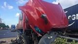 Tai nạn giao thông mới nhất hôm nay 29/5: Xe container mất lái đâm gãy nhiều biển báo trên cầu vượt Thủ Đức
