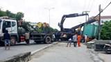 Tai nạn giao thông mới nhất hôm nay 2/6: Xe container húc dải phân cách, quốc lộ 22 ùn tắc hơn 3km