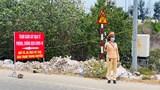 Thừa Thiên Huế: Cán bộ chiến sĩ chốt kiểm soát dịch căng mình giữa nắng nóng