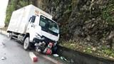 Tai nạn giao thông mới nhất hôm nay 8/6: Va chạm xe tải trên Quốc lộ 6, người phụ nữ tử vong tại chỗ