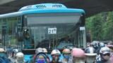 [Ảnh] Đường phố Hà Nội đông đúc trong ngày đầu tiên sau cách ly xã hội