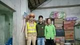 Hà Nội: CSGT khuyên bảo, đưa cháu trai bỏ nhà đi lạc về với gia đình