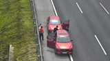 Phạt nặng hai tài xế dừng xe trên cao tốc Hà Nội – Hải Phòng để hút thuốc