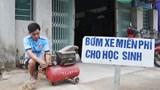 Hà Tĩnh: Anh thợ cơ khí tự nguyện bơm vá xe miễn phí giúp học sinh