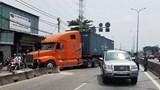 TP Hồ Chí Minh: Xe container đâm ô tô 7 chỗ, 1 cháu bé nhập viện