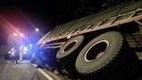 Lâm Đồng: Lật xe liên tiếp trên đèo Bảo Lộc, hàng tấn nông sản bị dập nát