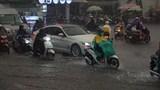 TP Hồ Chí Minh: Mưa lớn trên diện rộng vào lúc tan tầm, một số tuyến đường bị ùn ứ