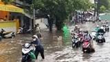 TP Hồ Chí Minh: Mưa xối xả, nhiều tuyến đường ngập trong biển nước