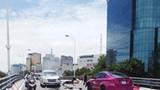 Xe máy vượt ẩu, đấu đầu ô tô trên cầu vượt Trần Khát Chân