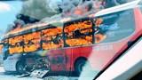 Xe khách bốc cháy dữ dội trên QL1A, gần 20 người thoát chết