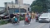 Tiền Giang: Xót xa hai mẹ con tử vong dưới bánh xe bồn sau va chạm