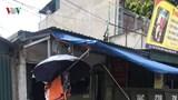 Xe tải mất lái lao lên vỉa hè, 3 người thương vong