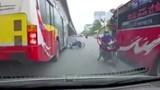 Suýt mất mạng vì tránh xe chạy ngược chiều
