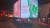 """Video: Xuất hiện nhiều xe tải """"siêu sáng"""" quảng cáo lóa mắt người đi đường"""