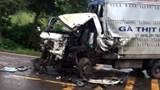 2 xe va chạm khiến 1 tài xế bị thương nặng