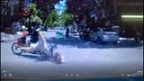Áo chống nắng cuốn vào bánh xe, người phụ nữ bị hất văng trước đầu xe ô tô