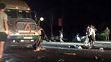 Va chạm giữa xe đầu kéo với xe máy khiến 1 người bị thương nặng