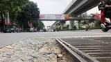 Mặt đường Nguyễn Trãi xuất hiện nhiều hố ga bong tróc, sụt lún