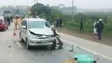 Hà Nội: Ô tô Innova đối đầu xe máy trên Quốc lộ 32, 2 người tử vong