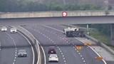 2 ô tô lật trên cao tốc Hà Nội - Hải Phòng, 5 người bị thương