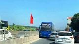 Xe khách ngang nhiên chạy ngược chiều trên Quốc lộ 1A