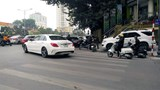 Lộn xộn nút giao thông Bà Triệu - Đại Cồ Việt