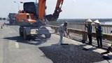Việc sửa chữa cầu Thăng Long gặp khó vì... thủ tục