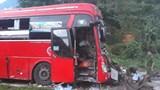 Video vụ xe khách đấu đầu xe tải ở Hòa Bình