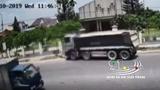 Một người đàn ông bị xe ben kéo lê gần chục mét