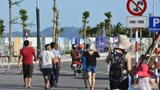 Du khách khốn khổ vì phân luồng giao thông ở khu du lịch Bãi Cháy