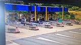 Lao vào trạm thu phí, BMW gây tai nạn thương tâm