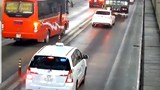 Phạt nghiêm ô tô vượt trái phép trong hầm Hải Vân