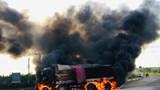 Xe ben bốc cháy dữ dội sau cú tông xe bồn, 2 người tử vong