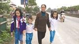 Nữ bảo vệ 20 năm đưa học sinh qua QL1 an toàn