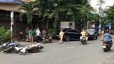 """""""Xế sang"""" Mercedes tông hàng loạt xe máy, 2 người nhập viện cấp cứu"""