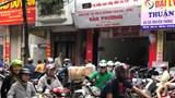 Hà Nội: Rồng rắn mua bánh trung thu truyền thống gây ùn tắc phố Thuỵ Khuê