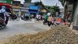Hà Nội: Đào đường nham nhở, người dân phải sống chung với sự bất an