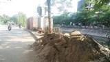 """Ngõ 553, đường Giải Phóng (phường Giáp Bát): Vật liệu xây dựng """"nuốt"""" vỉa hè"""