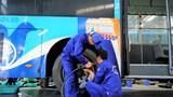 [Video] Gay cấn thi bảo dưỡng sửa chữa xe buýt như với xe đua F1