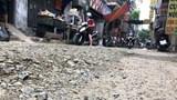 Phố Vũ Hữu: Đường bị đào xới nham nhở rồi... để đấy